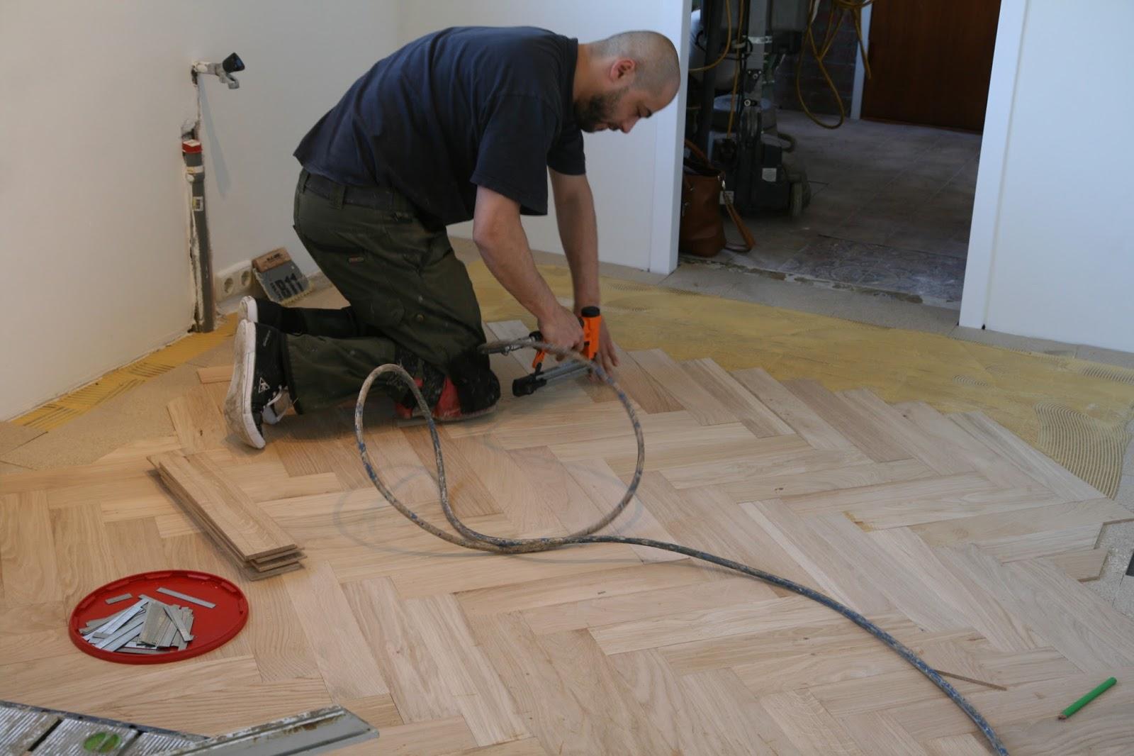 Visgraat vloer zwevend of verlijmd leggen