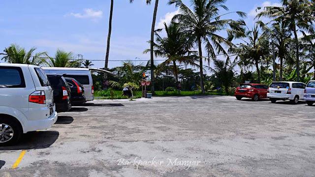 Area parkir Air Terjun Tibumana Bali