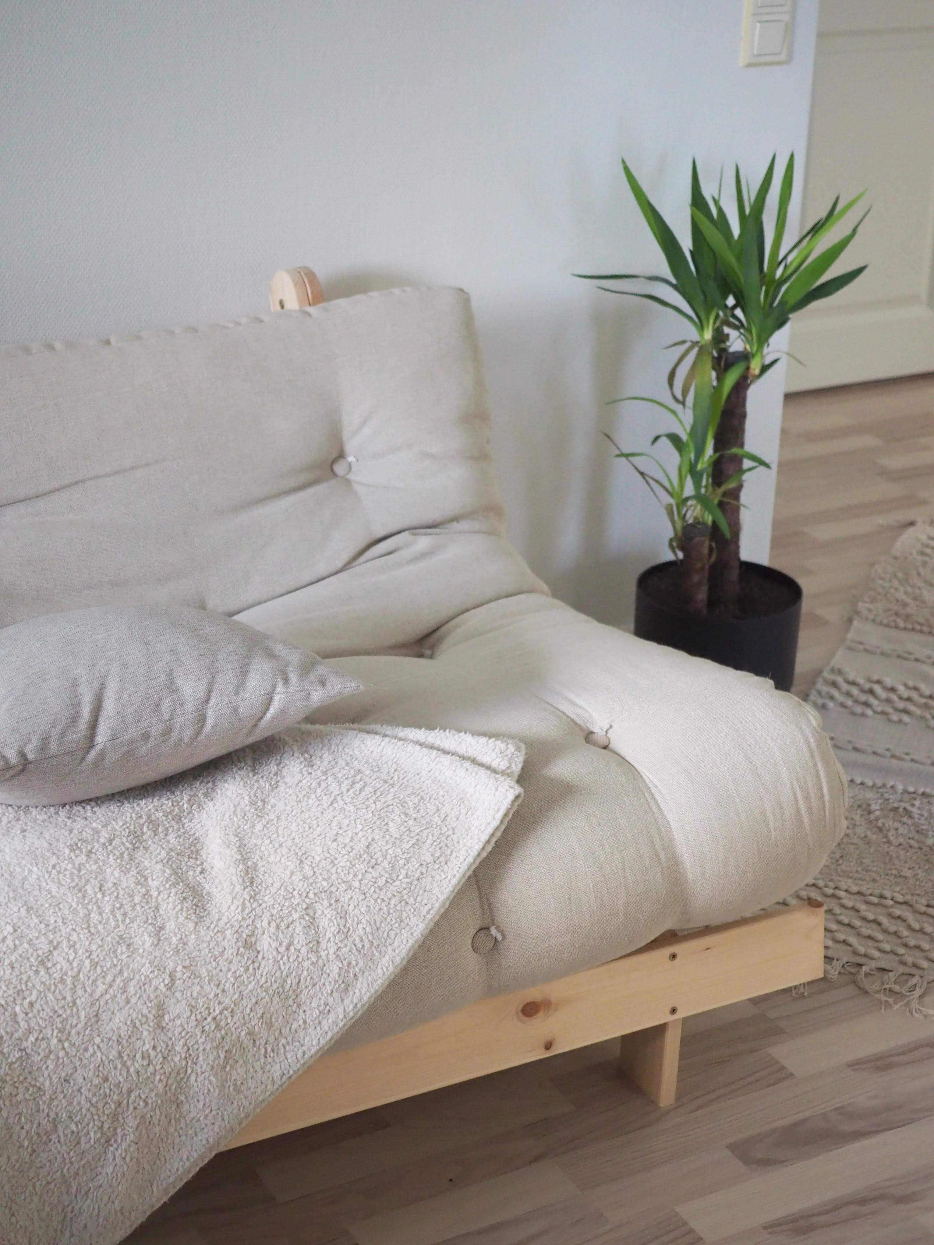 Karup Roots 140 futonsohva löhöilyyn ja vierasvuoteeksi