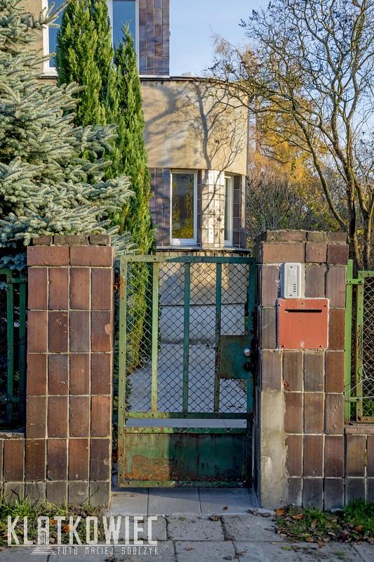 Poznań: modernizm odtwarzany, czyli zrzutka na odnowienie modernistycznego ogrodzenia