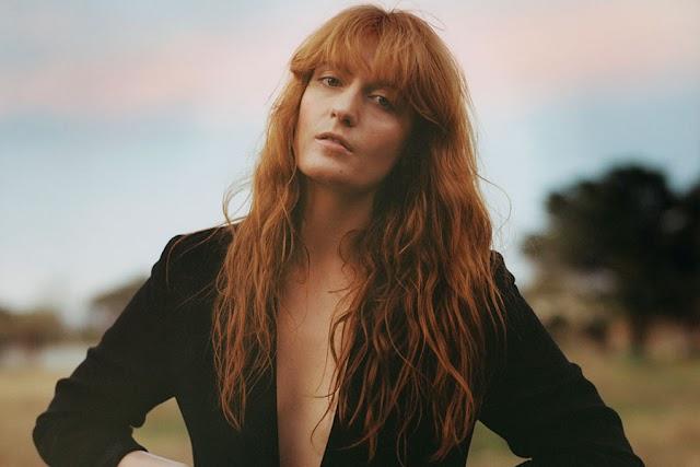Florence Welch fala sobre solidão e a importância dos fãs em sua vida ao ES. Insider, confira: