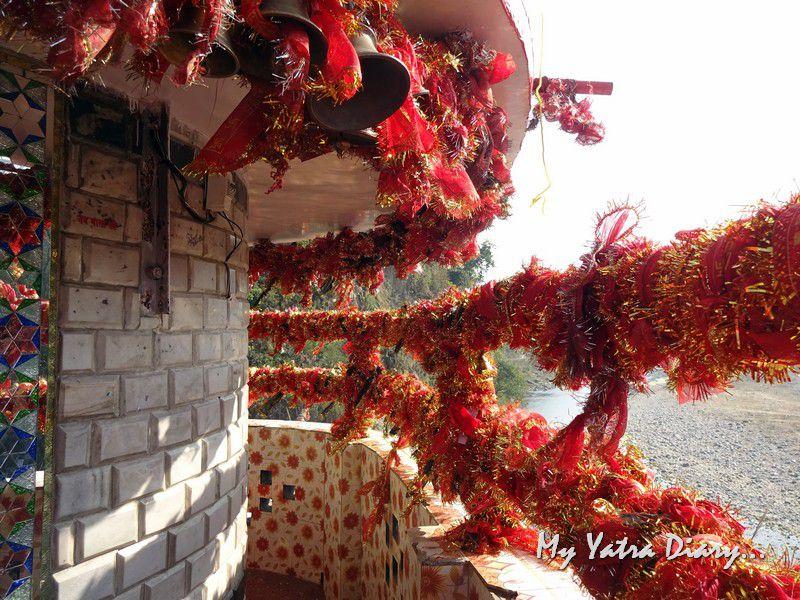Red chunris Garjiya Devi Shakti Temple Uttarakhand