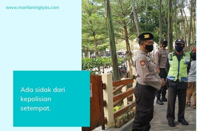 sidak dan informasi masker dari polisi di cimory