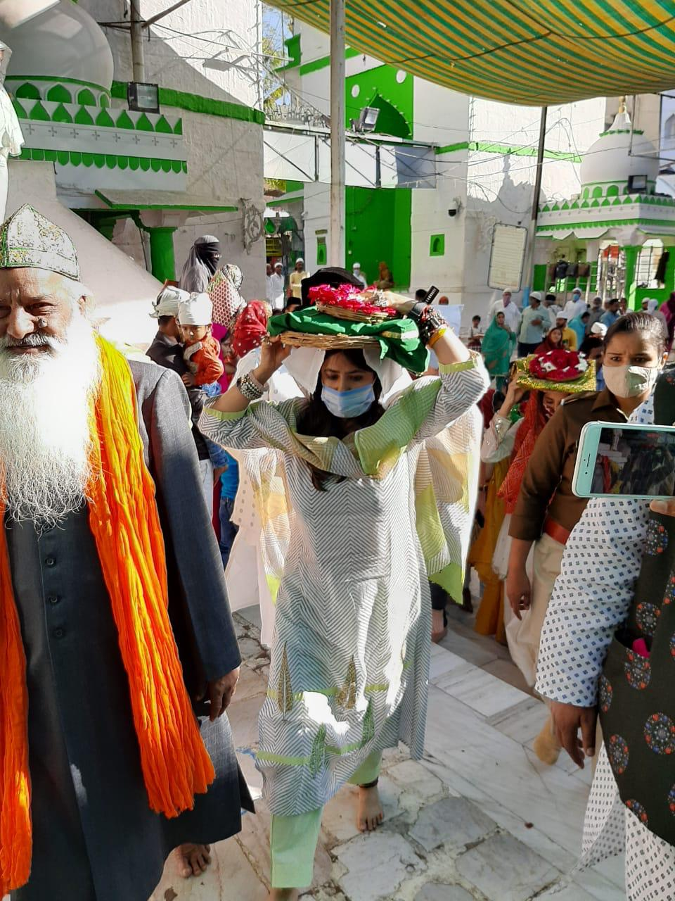 Blessings-of-Ekta-Kapoor-Riddhi-Dogra-and-Monica-Dogra-in-Ajmer-Sharif-before-the-launch-of-The-Married-Woman