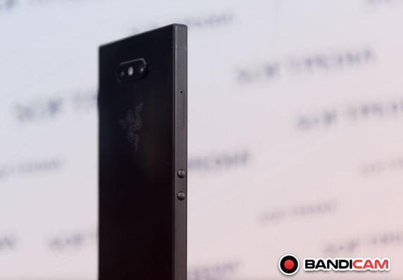 مميزات وعيوب هاتف رازار فون تو Razer Phone 2 مراجعة كاملة