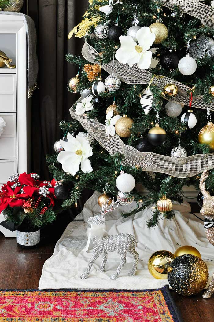 Tips for creating a beautiful, glam and chic black, white, gold and silver Christmas tree for your holiday decor!