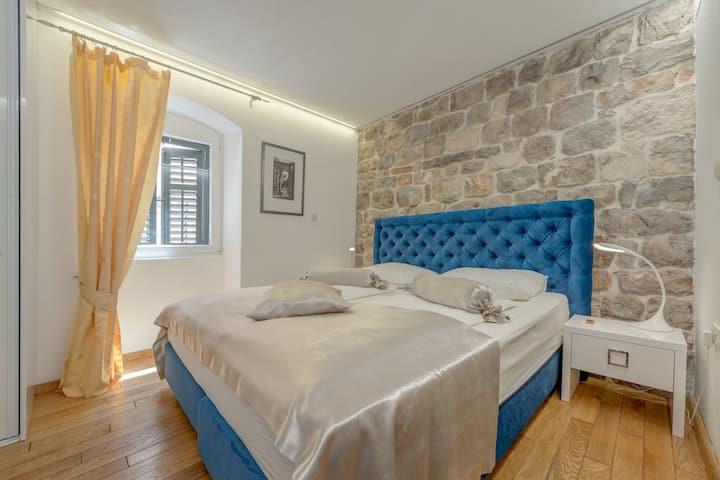 https://www.airbnb.pl/rooms/3504917?source_impression_id=p3_1629886333_DwjX1jOQ%2F5Q%2FXJgw&guests=1&adults=1