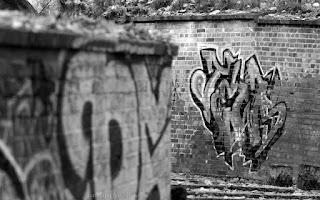 http://fotobabij.blogspot.com/2015/11/graffiti-na-tapete-monochromatycznie.html