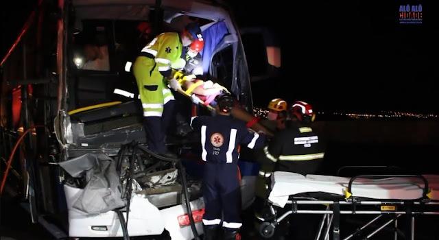 Acidente entre ônibus e carreta deixa duas pessoas feridas na Fernão Dias em Pouso Alegre-MG - Foto: Alô Alô Cidade
