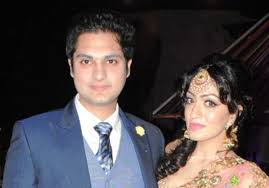 Khushali Kumar Family Husband Son Daughter Father Mother Age Height Biography Profile Wedding Photos