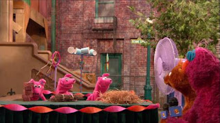 Telly, Baby Bear. Three Little Pigs want to find the best material for their build of house. Sesame Street Episode 4320 Fairy Tale Science Fair season 43
