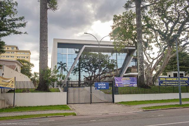 prédio com desenho contemporâneo na Rua Ubaldino do Amaral
