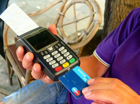 Πληρωμές με κάρτες - Τι αλλάζει από το Σάββατο