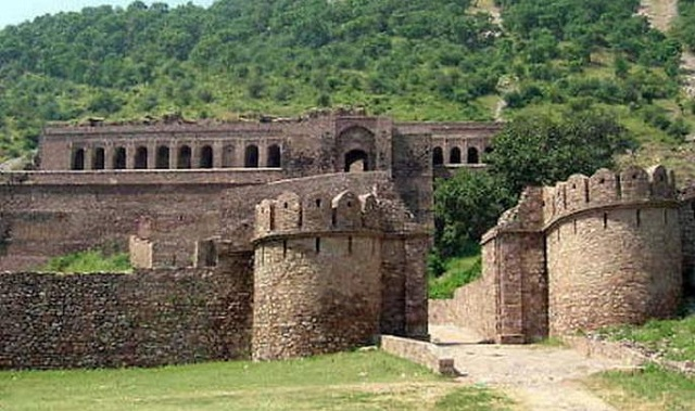 Asirgarh Fort for the best trekking experience