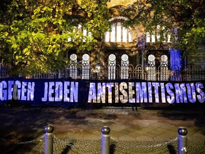 Expression of solidarity on the occasion of the assassination in Halle (Saale) at the New Synagogue Berlin. Photo: Christoph Soeder / dpa / archive picture
