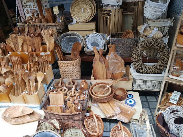 מבחר כלי עץ בשוק סלוניקי