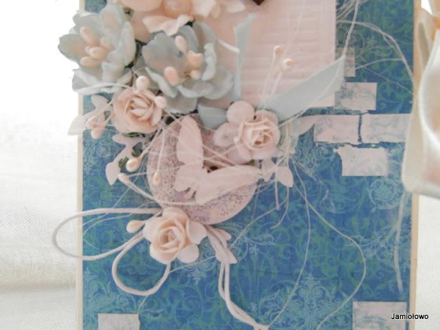 detale na czekoladowniku-sznurek, kwiatki z papieru, sizal i in.