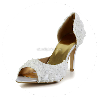 http://www.dressfashion.co.uk/product/women-s-white-satin-pumps-with-flower-ukm03030605-13478.html?%20Utm_source%20=%20minipost%20&%20utm_medium%20=%201264%20&%20utm_campaign%20=%20blog