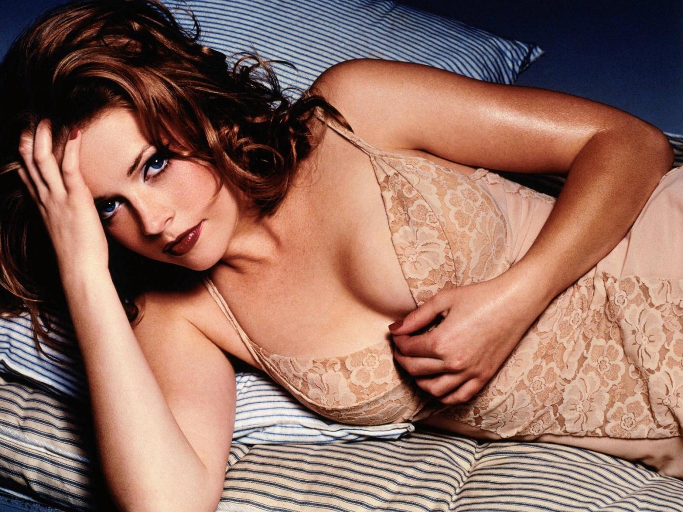 Melissa Joan Hart Nude Pictures