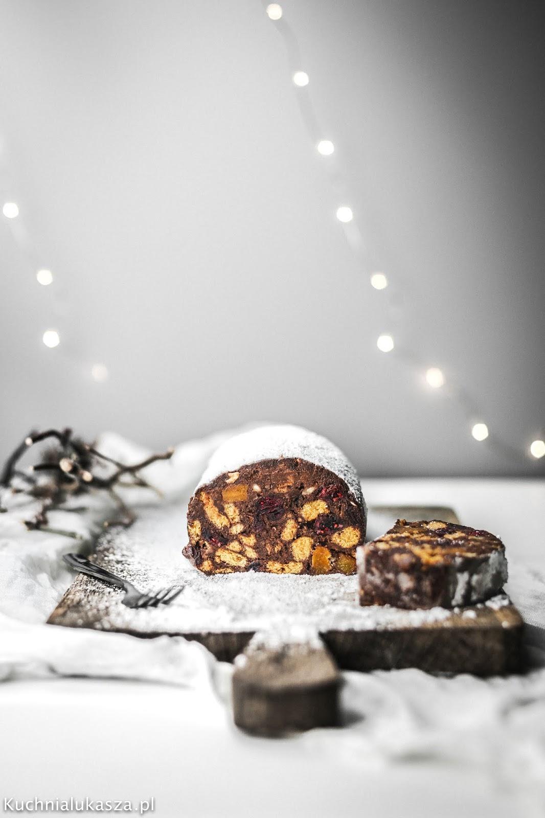 Świąteczne czekoladowe salami. Deser bez pieczenia!