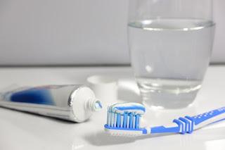 Menggosok-gigi