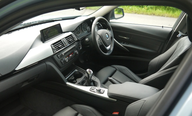 BMW 320d Efficient Dynamics - front interior
