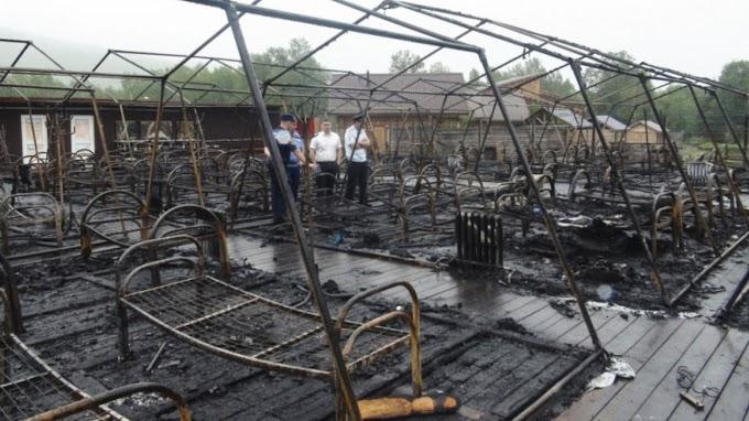 Leégett egy sátortábor, amelyben gyermekeket üdültettek, több halálos áldozat