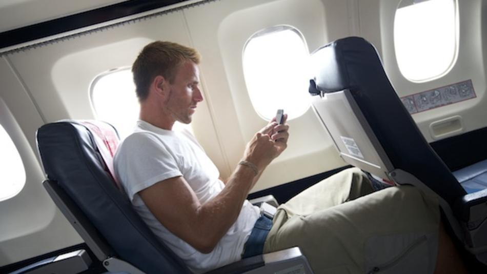 Many travelers leave their smartphone lit in airplane, despite the rules in place on board who require in-flight shutdown, shows a study published last week in the United States