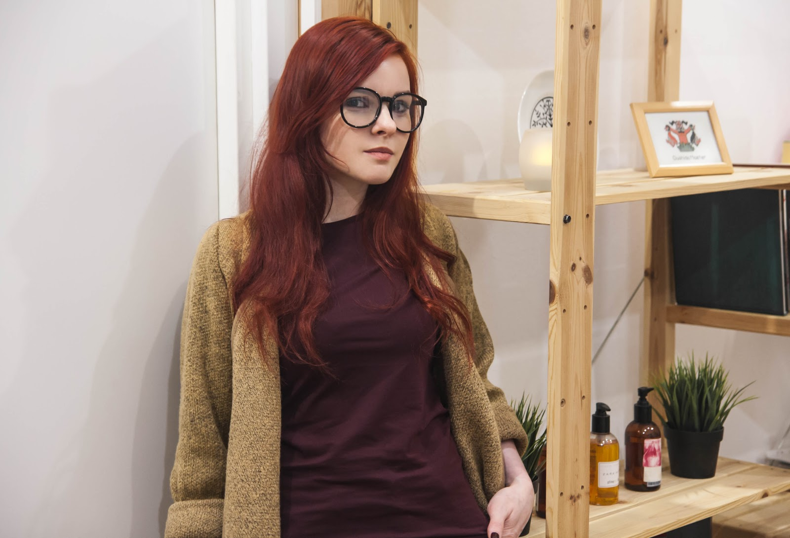 http://www.recklessdiary.ru/2017/03/s-chem-nosit-kardigan-bezhevyj-i-marsala-mom-jeans.html