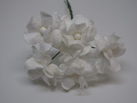 http://www.scrappasja.pl/p20464,ilc-f-filip05-kwiatki-papierowe-filipinki-biale-5szt.html