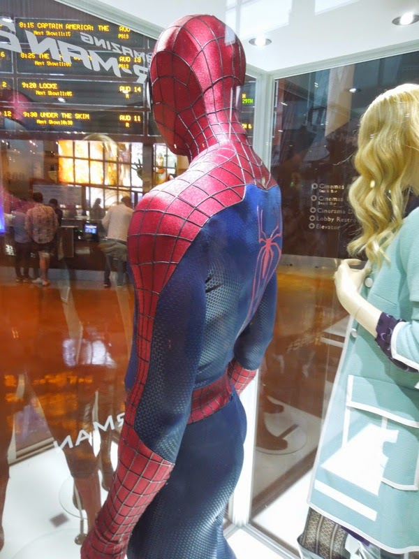 Amazing Spider-man 2 movie costume back & Hollywood Movie Costumes and Props: Spider-man and Gwen Stacy ...