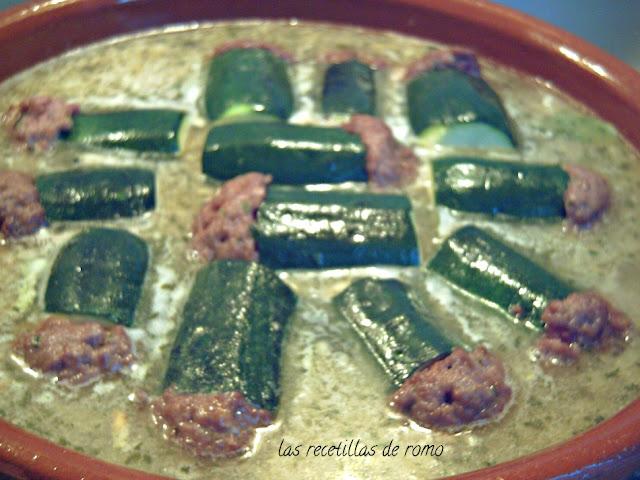 Calabacines rellenos en salsa