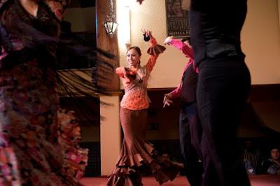 http://elpatiosevillano.com/clases-de-flamenco.php