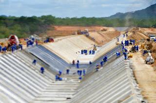 Transposição está mais de 90% concluída e água chega até abril, diz ministro