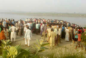 20-bodies-recovered-in-baghpat-boat-crash-seeking-missing-people