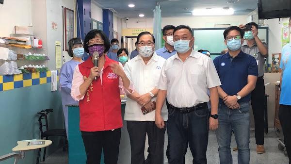 彰化縣國中小教職員今開打疫苗 王惠美直奔快打站巡視