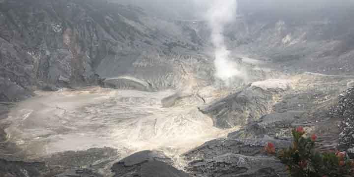 Gunung Tangkuban Parahu atau yang biasa dikenal dengan Tangkuban Perahu adalah merupakan  HTM Kawasan Tempat Wisata Gunung Tangkuban Perahu 2018