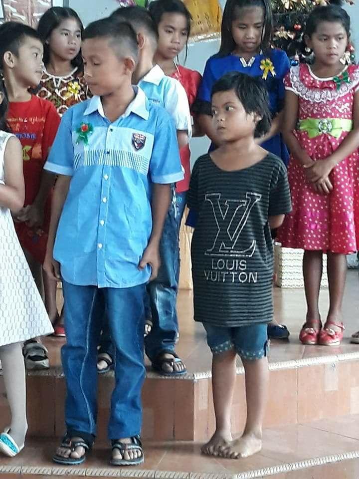 Meski Tanpa Alas Kaki dan Tak Pakai Baju Baru, Anak Yatim Bermarga Simbolon ini, Percaya Diri Bacakan Liturgi Natal