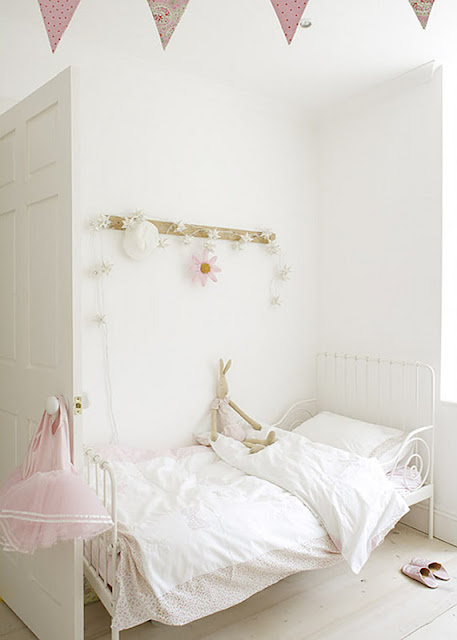 Modern Country Style: Bunting In Girls' Bedrooms