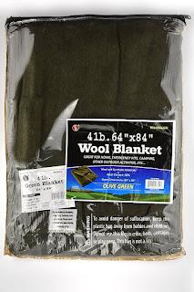 Couverture en laine de marque SE, vert olive