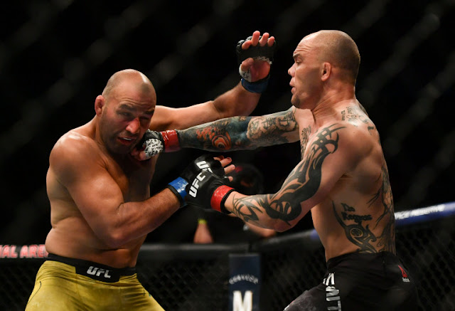 Glover Teixeira struggles Anthony Smith UFC on ESPN+ 29