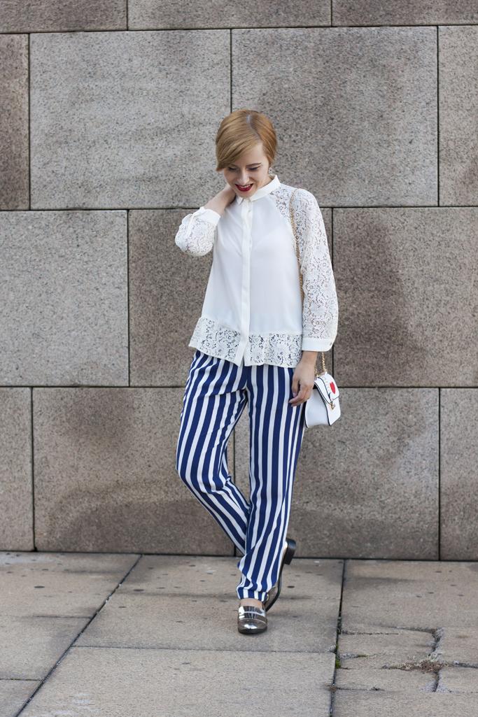 pantalonii cu dungi verticale