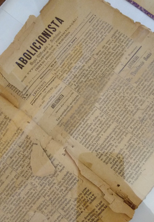 Some yellow pages of an old document written in Portuguese.