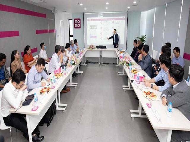 Tổ tư vấn Kinh tế của Thủ tướng tham quan MoMo, trao đổi về fintech và kinh tế số