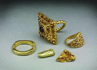 8-anillos-medievales-de-compromiso