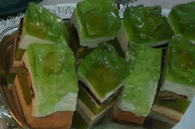 Kolorowe ciasto z galaretką