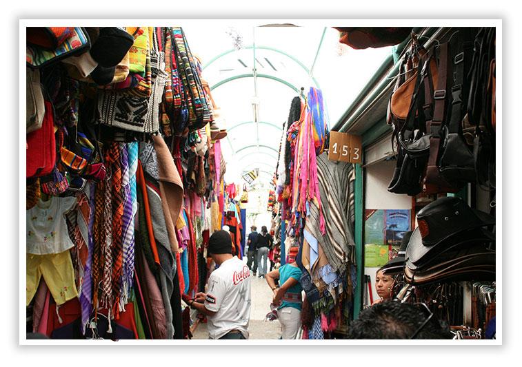 Mercado de artesanos de Otavalo Ecuador - SuperPhotoPro