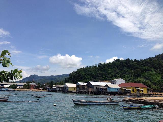 rumah rumah panggung khas masyarakat nelayan desa rangai