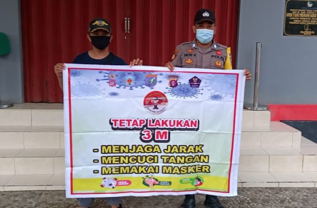 Bripka Heri Sosialisasi 3M Pada Warga Guna Pencegahan Covid-19 Di Desa Binaan