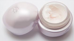 """""""cream pemutih umumnya mengandung zat kimia yang dapat menyebabkan purging atau iritasi pada kulit"""""""